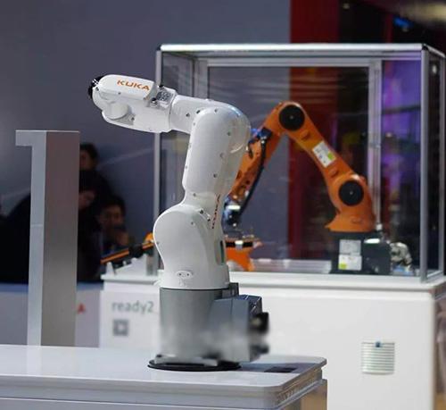 """八个镜头 感受工博会中KUKA机器人的""""橙""""意满满"""