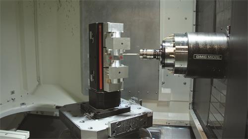 目前在设置过程中机上测头的使用较为广泛,但启动测量功能的计划正在酝酿当中。其他正在酝酿中的质量控制手段还包括使用自研发SPC软件、实现多种量具自动数据传输及具备非接触式扫描功能的新款CMM