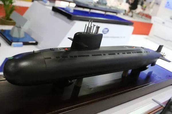 中方在2017曼谷防务安全展上展出的S26T型潜艇模型(英国谢泼德媒体公司网站)
