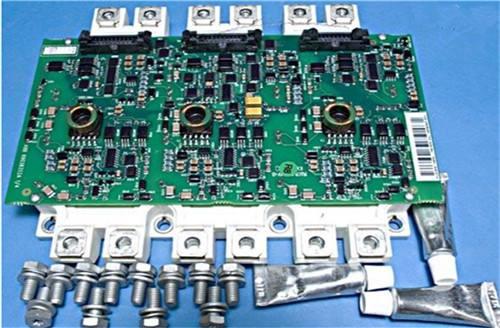⒁变频器内部保护电路(过电压,过电流保护)的某元件损坏,失去保护