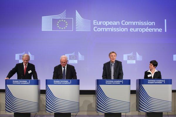 GMO(Grantham, Mayo, Van Otterloo)联合创始人兼首席投资策略师杰里米·格兰瑟姆(Jeremy Grantham)、约翰·布鲁顿(John Bruton)、雅奈兹·波托奇尼克(Janez Potočnik)及艾伦·麦克阿瑟基金会主席艾伦·麦克阿瑟(Ellen MacArthur)(从左到右)© European Union