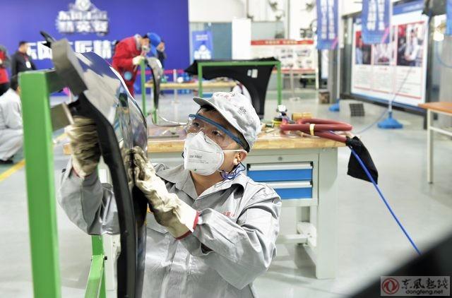 精英赛钣金奇才项目在湖北东风汽车技师学院开赛.从公司各业务单元高清图片