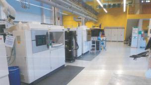 图 1:IAPT 霍伦霍夫研究所生产车间一瞥:多年来,这里一直在推动工业化增材制造技术的发展。