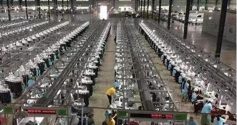以下图片来自香港福新国际集团在缅甸服装工厂的现场,该服装厂总体