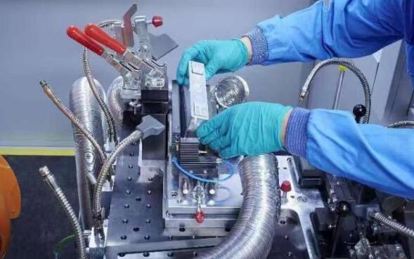 宝马集团德国电芯技术中心建成启用 加深电气化发展