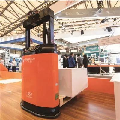 和利时电机超短系列低压伺服电机在无人堆高机器人上的应用